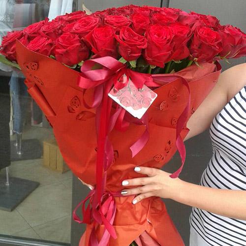 букет из 101 красной розы на день рождения