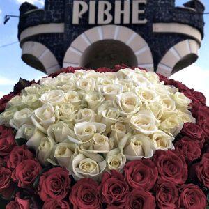 букет в форме сердца из 101 розы Ровно