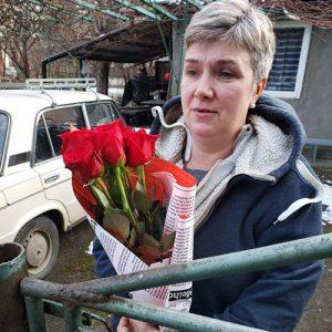 7 красных роз с конфетами
