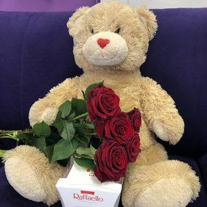 ведмедик з букетом троянд і рафаело в Рівному фото