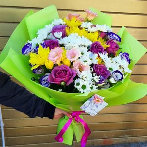 троянди, еустоми та ромашкові хризантеми в Рівному фото