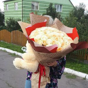 букет на день рождения 101 кремовая роза