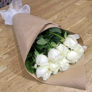 11 белых роз в Ровно фото