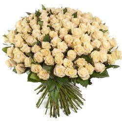 букет 101 кремовая роза фото