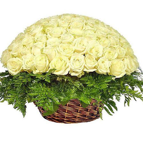Корзина 101 белая роза фото