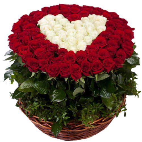 фото 101 роза сердце в корзине