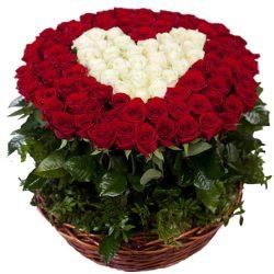 """фото 101 троянда """"Серце у кошику"""""""