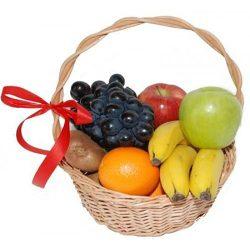 Малий кошик фруктів на замовлення фото