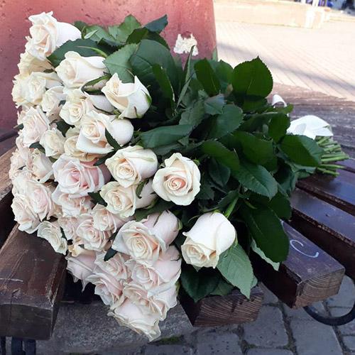 великий букет білих троянд фото