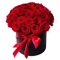 33 розы в шляпной коробке фото