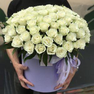 шляпная коробка 101 белая роза к юбилею в Ровно