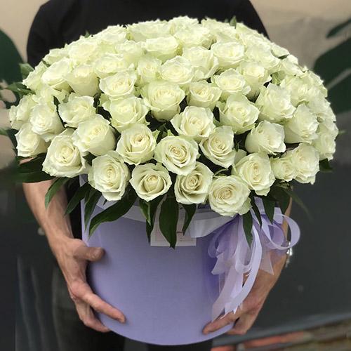 шляпная коробка 101 белая роза фото
