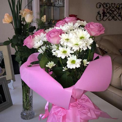 хризантемы и розы в Ровно фото