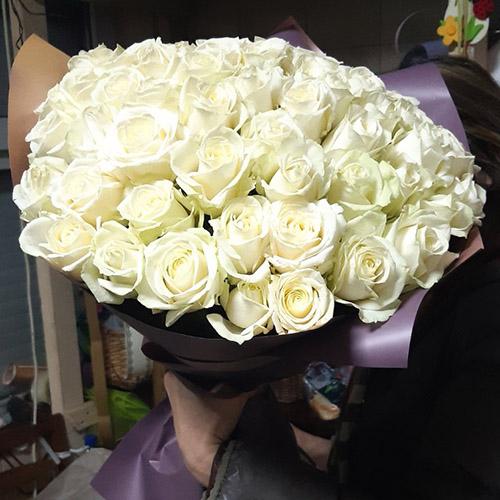 белые розы на день влюбленных в Ровно фото