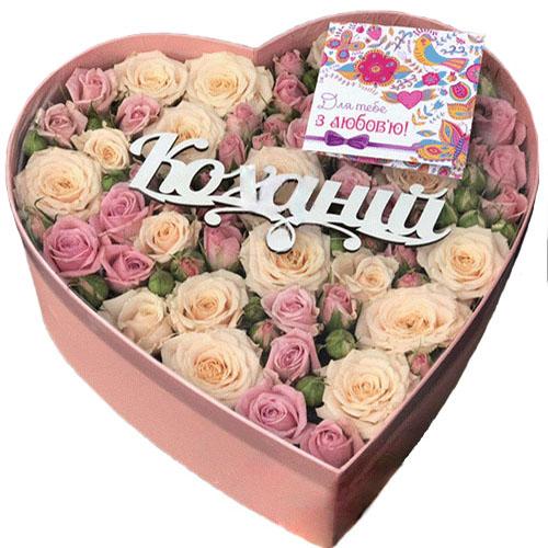 Коробка «Любимой» розы и кустовые розы