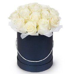 Фото товара 21 біла троянда в капелюшній коробці в Ровно