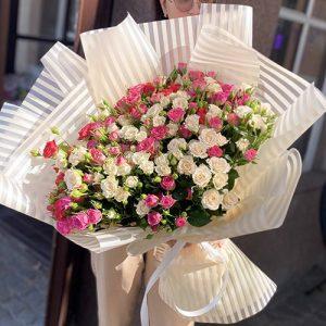 букет кустовых роз в Ровно фото