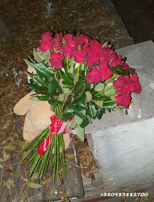 фото доставки 51 троянда та ведмедик