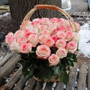 51 рожева троянда Джумілія в кошику
