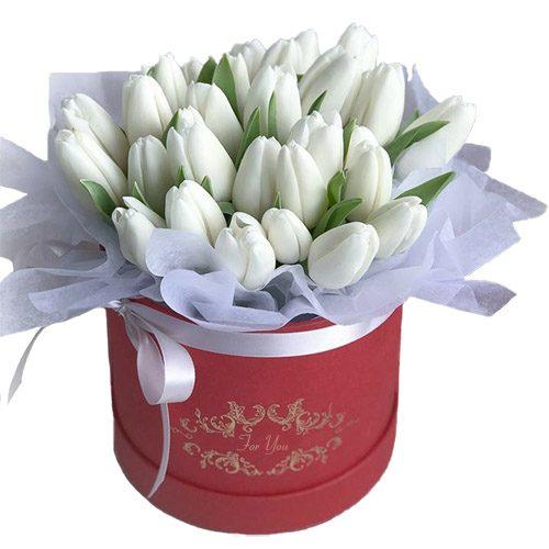 Фото товара 31 білий тюльпан у коробці в Ровно