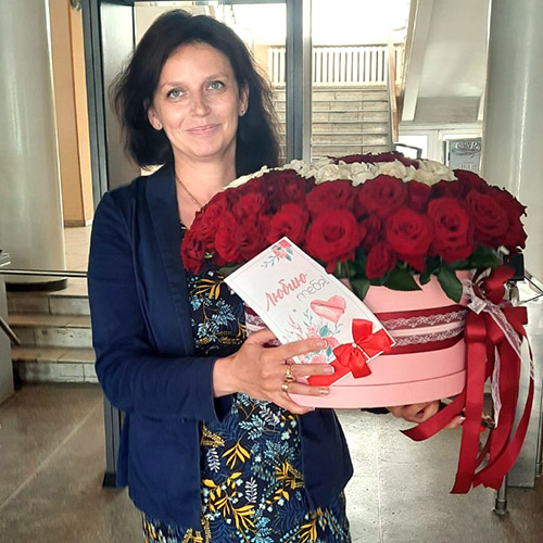 букет 101 роза в шляпной коробке